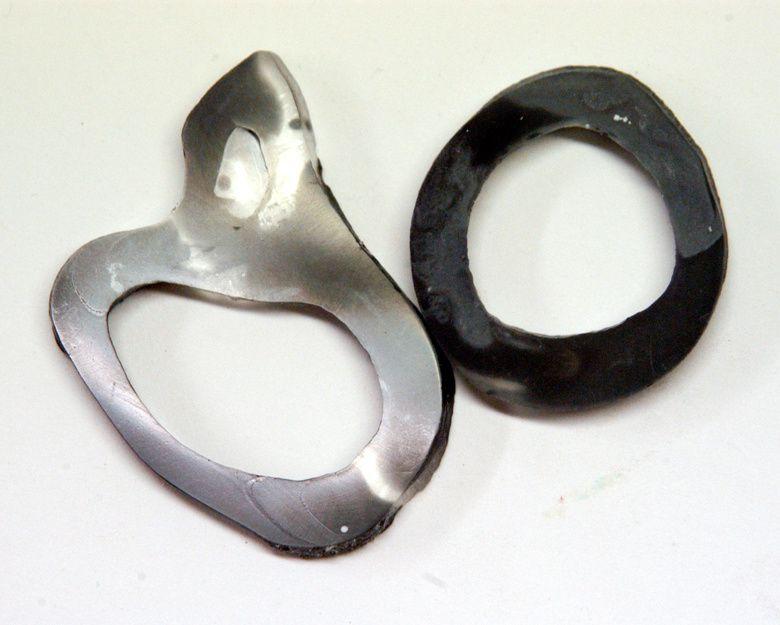 Gegossene Mira-Ringe: links polierte, rechts unpolierte Rückseite.