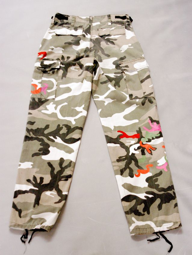 Upcycling Flecktarn-Hose mit farblicher Musterergänzung. Done by Edna Mo.