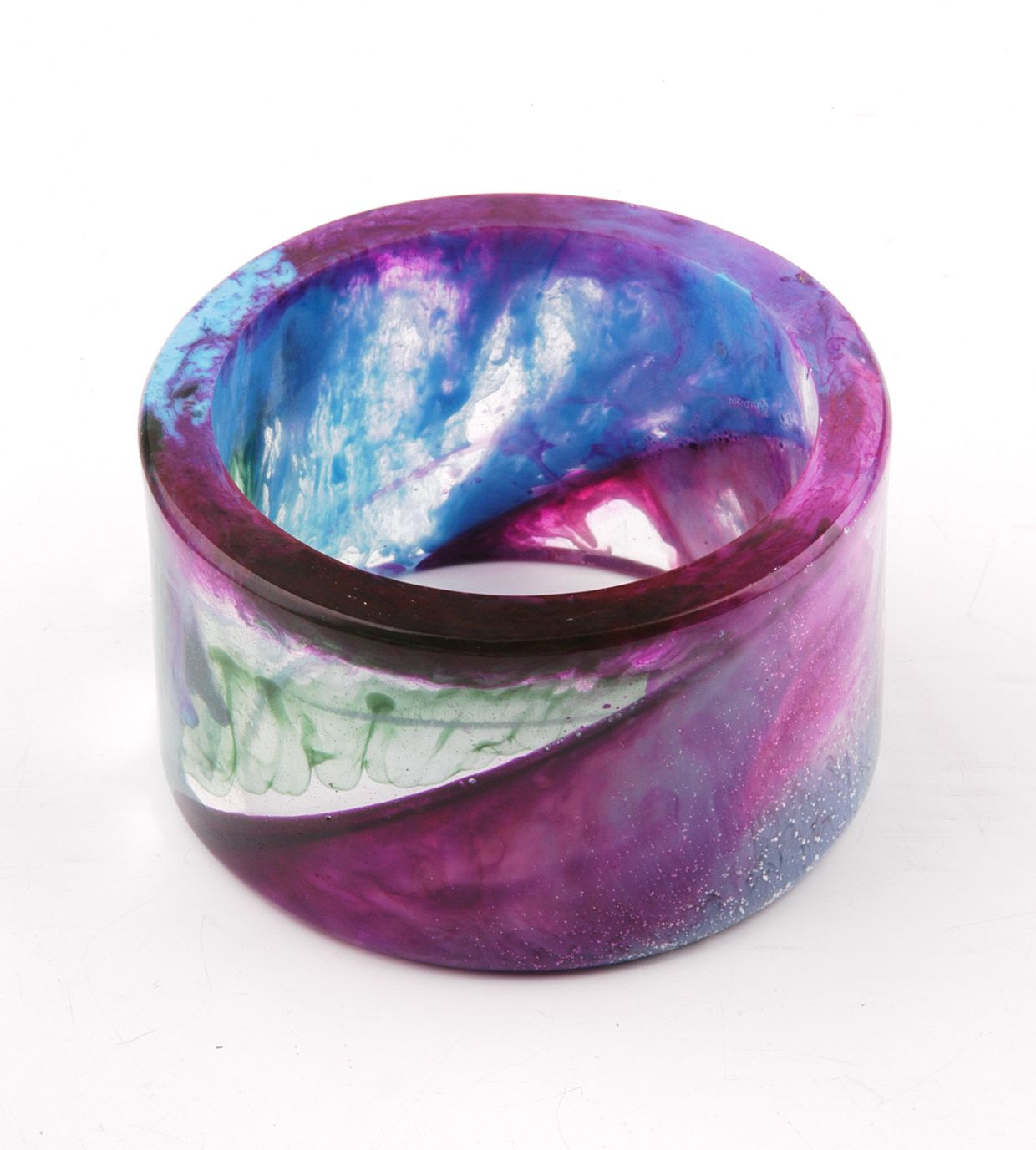 Cloudy color effects in the second version of the resin bangle