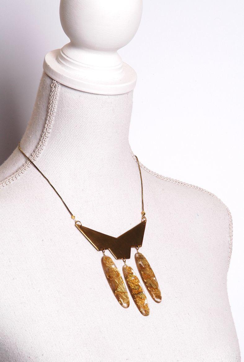 Collier mit Messing und Harzanhängern