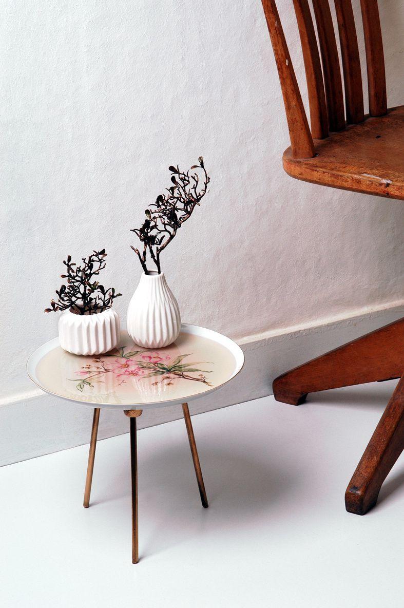 """Ein Deko-Tisch aus einem Teller - ein Projekt aus dem Buch """"Deco Et Bijoux En Resine"""" von Edna Mo."""
