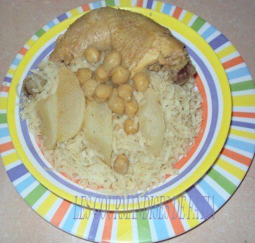 La Rechta un plat algérois préparé généralement pour les fêtes religieuses comme el Mouloud ou el Mouharem, c'est un plat à base de pate sous forme de nouilles et une sauce blanche avec de la viande ou de poulet et comme légumes on trouve du navet et de la courgette.