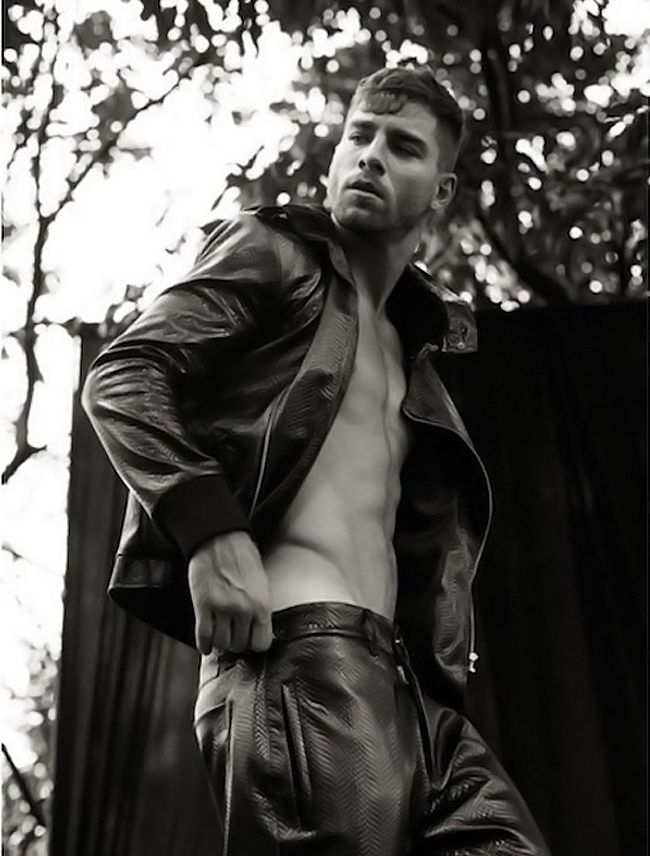 Andre Ziehe pour Victor Magazine No. 4