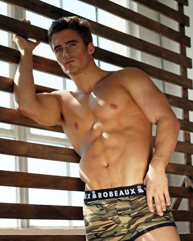 Robert B. pour Robeaux Underwear
