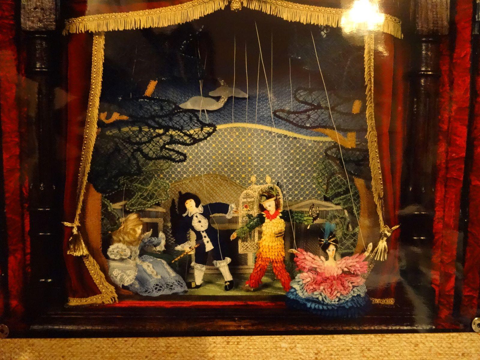 """Reproduction imaginée...du Théâtre de Marionnette de Salzbourg en Autriche """" La Flûte enchantée de W.Mozart"""