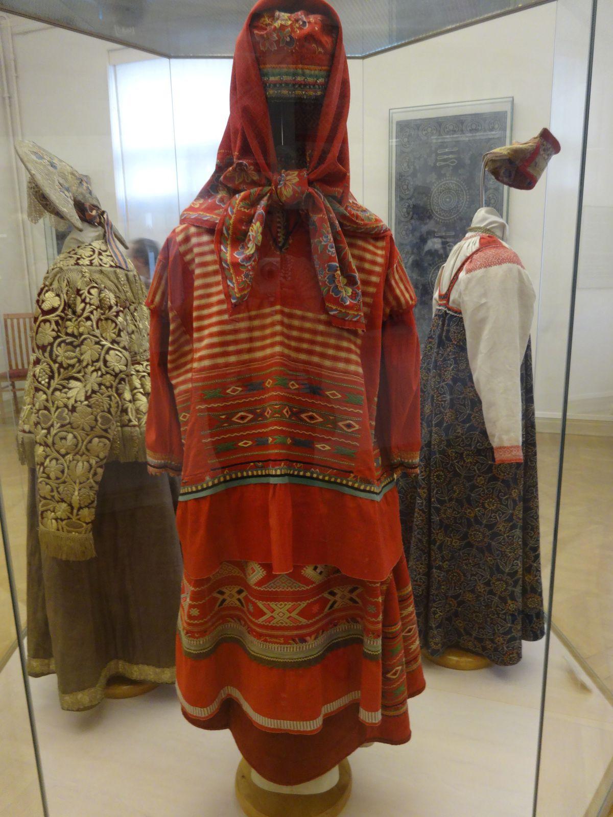 Robes et  coiffes
