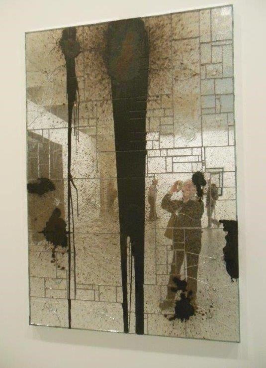 Rashid Johnson, 1977 : Third Wish, 2012 - Miroir brisé, savon noir et cire,182,9 X 121,9 X 4,4cm.