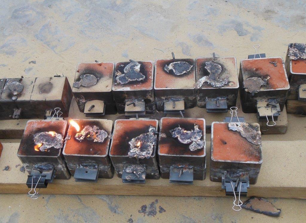 Opération terminée, des flamèches s'échappent des chassis. Vivement demain qu'ils soient refroidis pour les ouvrir!