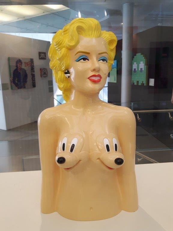 Ron English : Marilyn Monroe, 2010, fiberglas 49X30X20, collection privée (photographié au Palazzo Pepoli à Bologne).