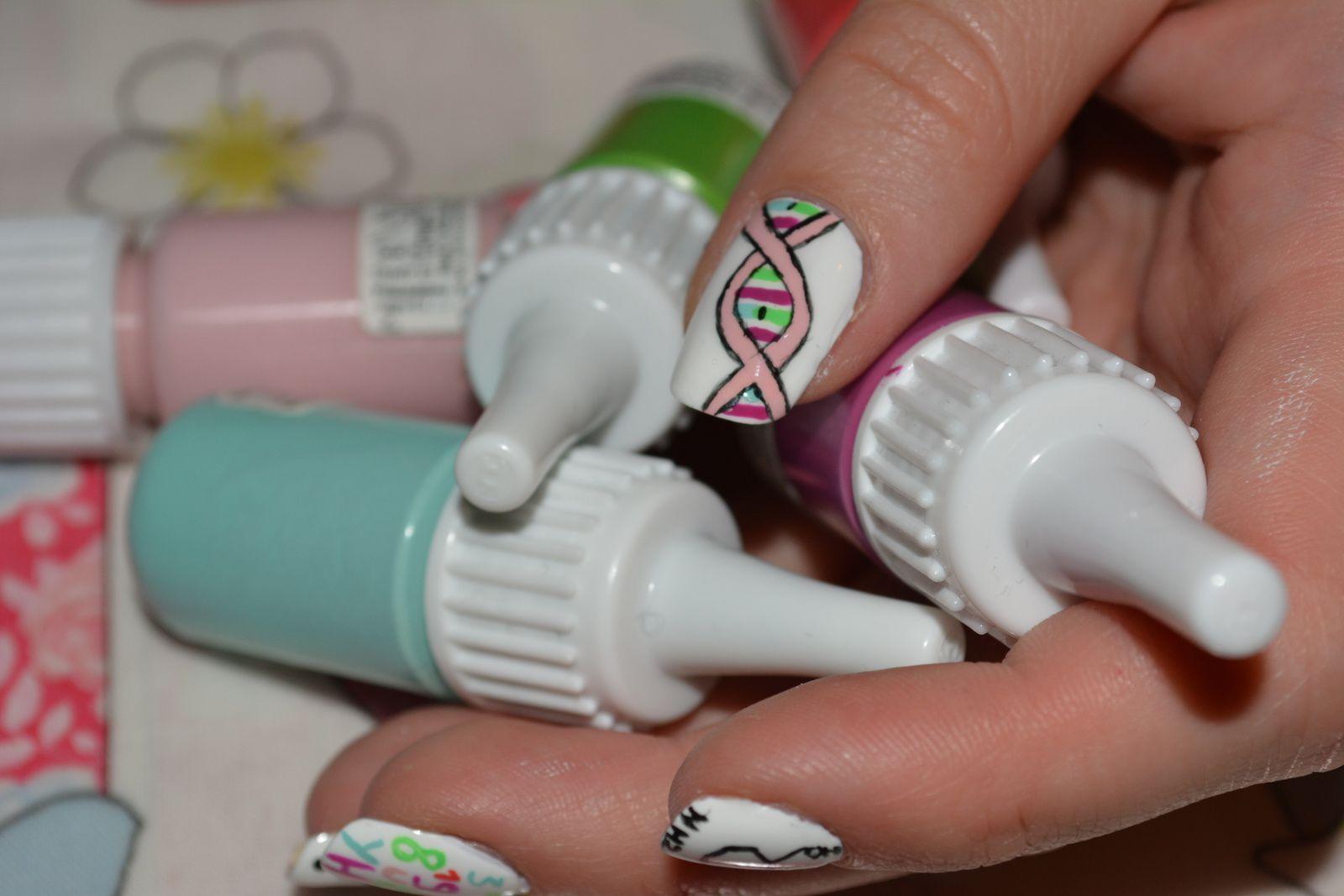 Nail Art Molécules... Et voici les nouvelles photo :)