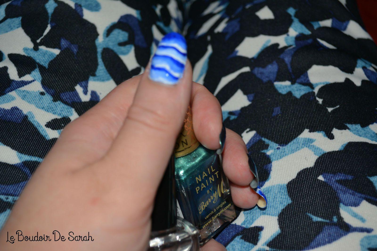 15 Jours/15 Nail Art - Jour 8: Mouvements de vagues en One Stroke
