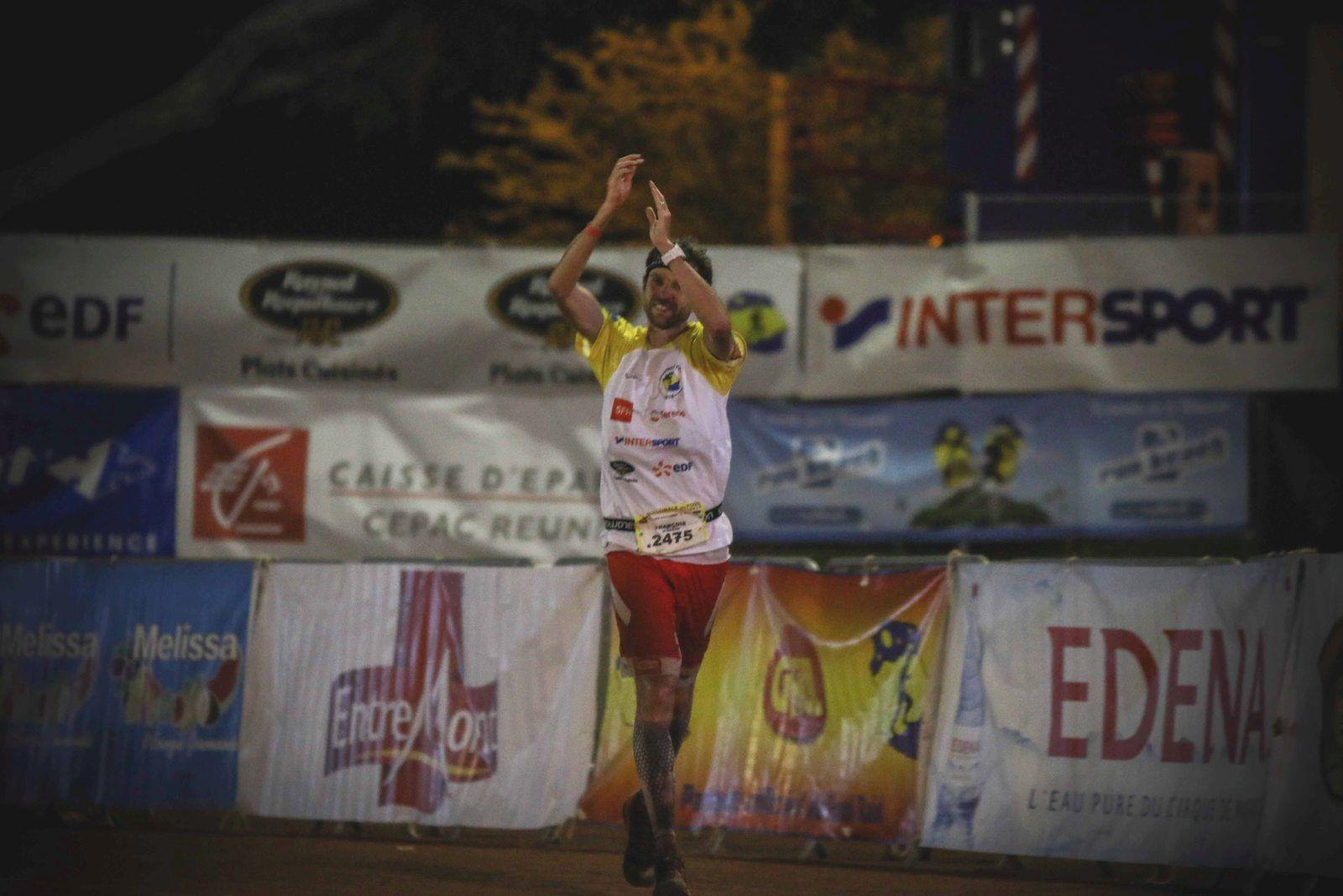 Ultra trail Diagonale des Fous troisième victoire pour François D'Haene