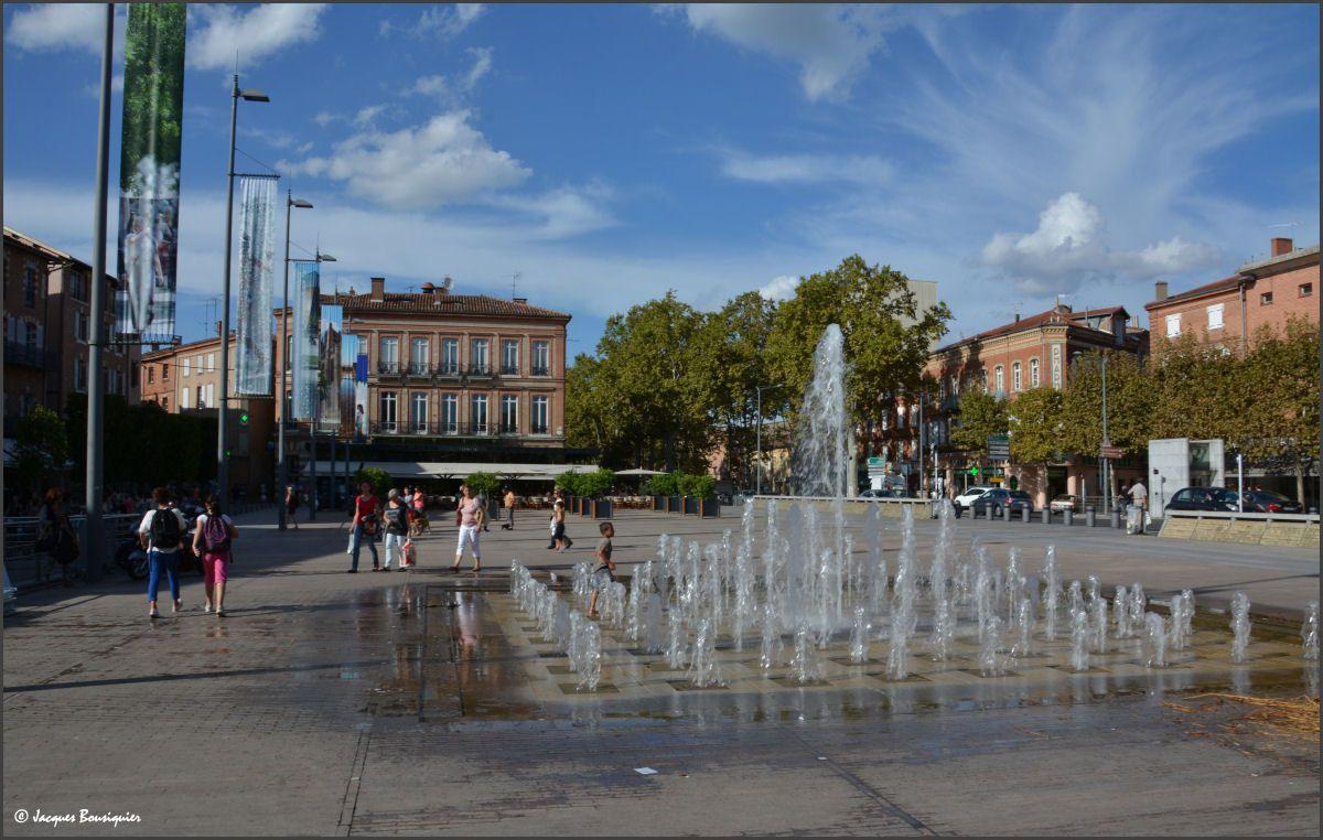Miroir d'eau et jets, la Scène nationale d'Albi...