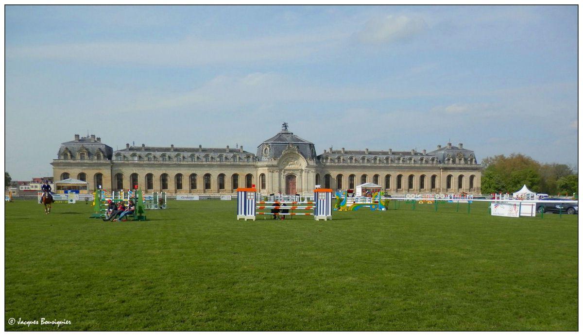 Le Château, les Grandes écuries...