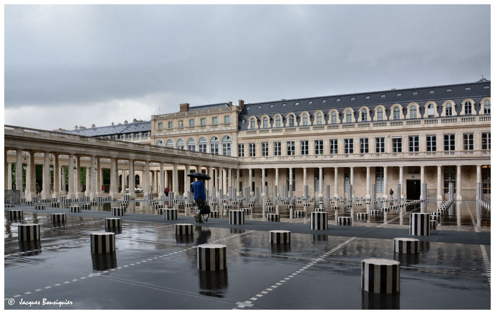 Les Colonnes de Buren, under the rain