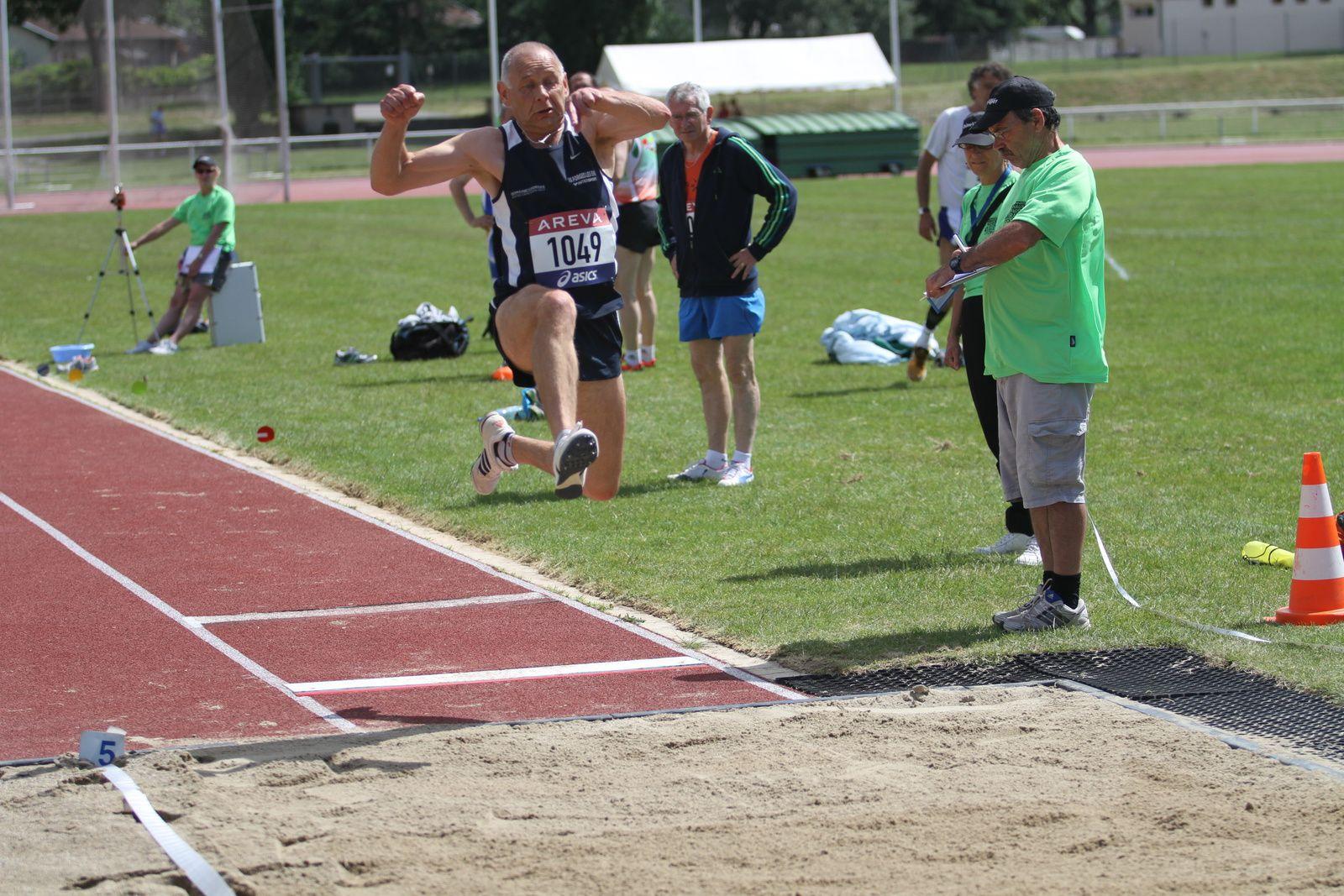 """Les """"masters"""" de l'athlétisme  ont fait fort ce vendredi malgré un vent soufflant à plus de 4 mètres par seconde"""