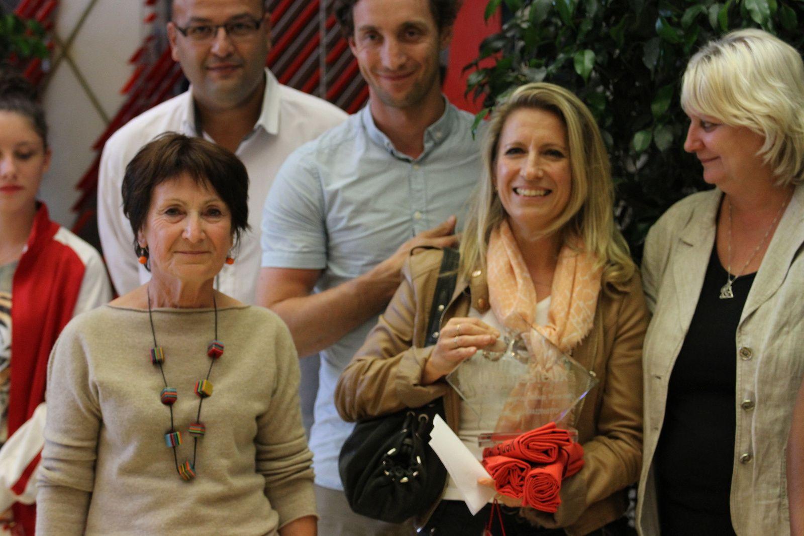 18 sportifs individuels, cinq équipes ont été honorées. La ville a remis un trophée d'honneur à Vincent Marius Payet