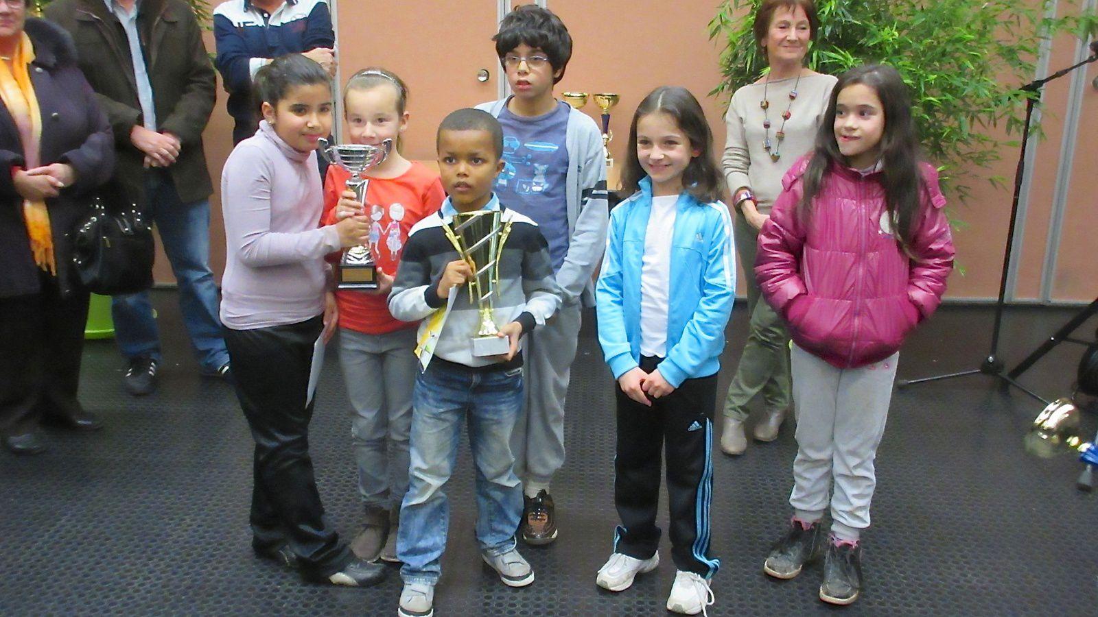 Rémise de récompenses aux établissements scolaires qui ont participé en novembre à la 35e Foulée vénissiane