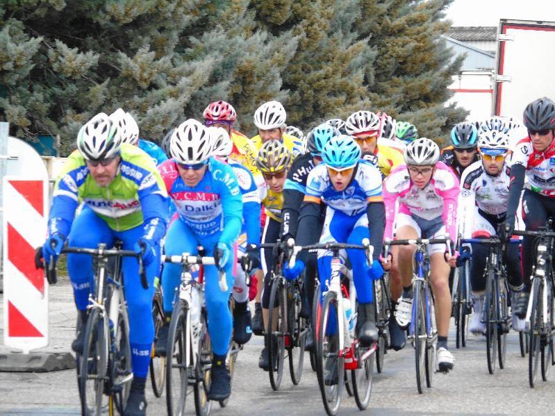 Les bénévoles de l'Entente Cycliste du Moulin à Vent ont encore réussi à proposer un joli plateau - Photos : ECMVV