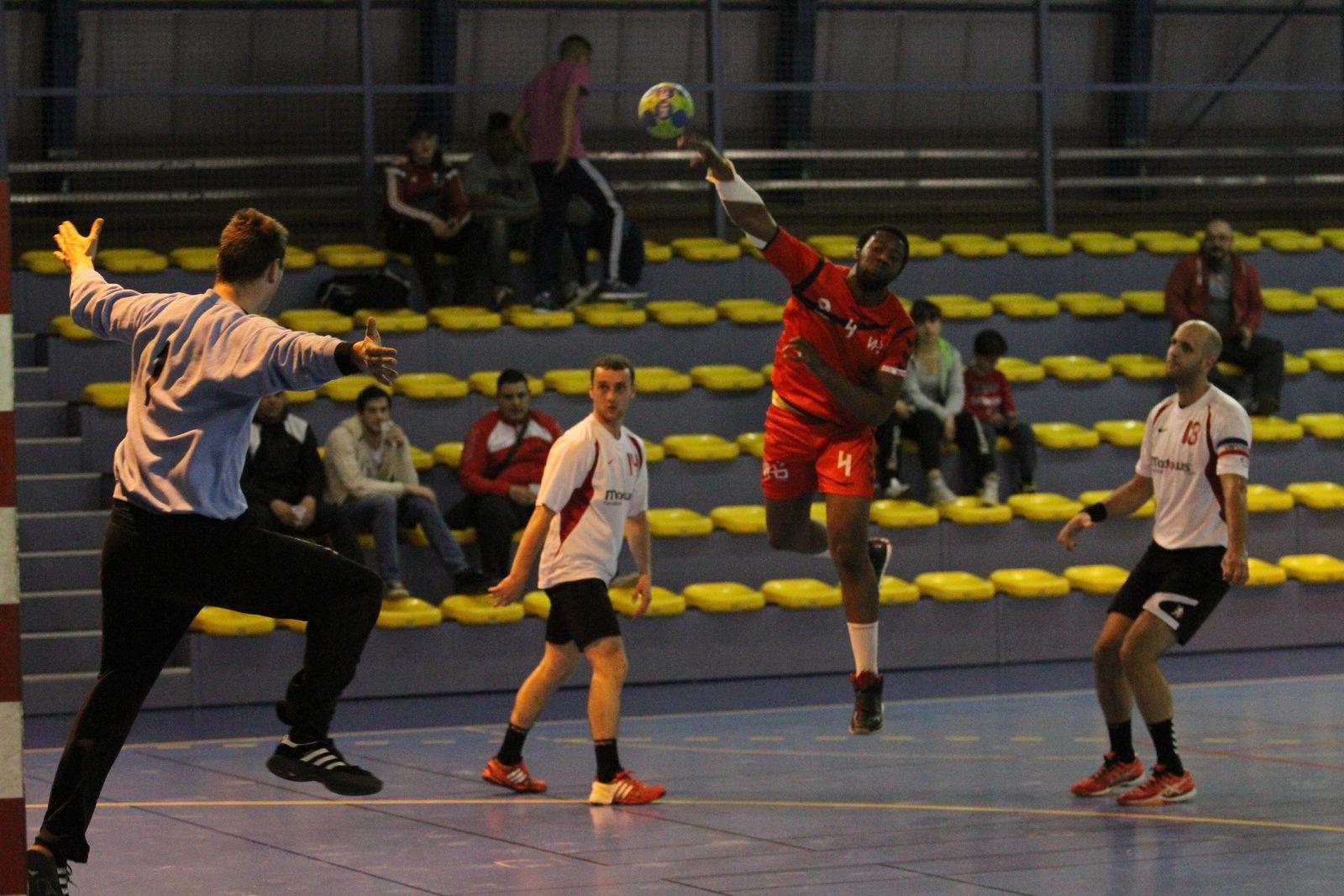 En battant le leader, Vénissieux Handball revient à 4 points de la montée en N1 à trois rencontres de la fin du championnat.