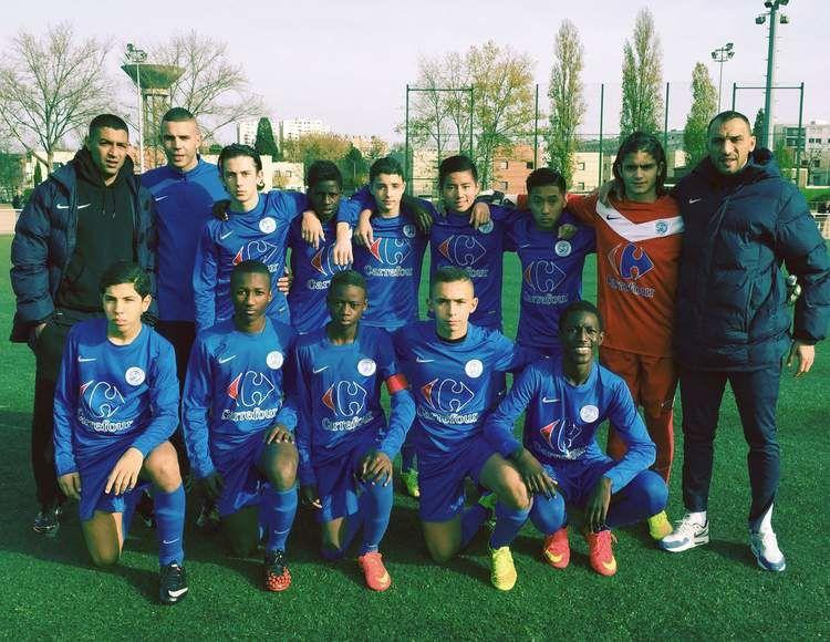 L'équipe U15 de l'AS Vénissieux Minguettes coachée par Samir Mertani secondé par Medhui Gana ( Photo : AS Vénissieux-Minguettes)