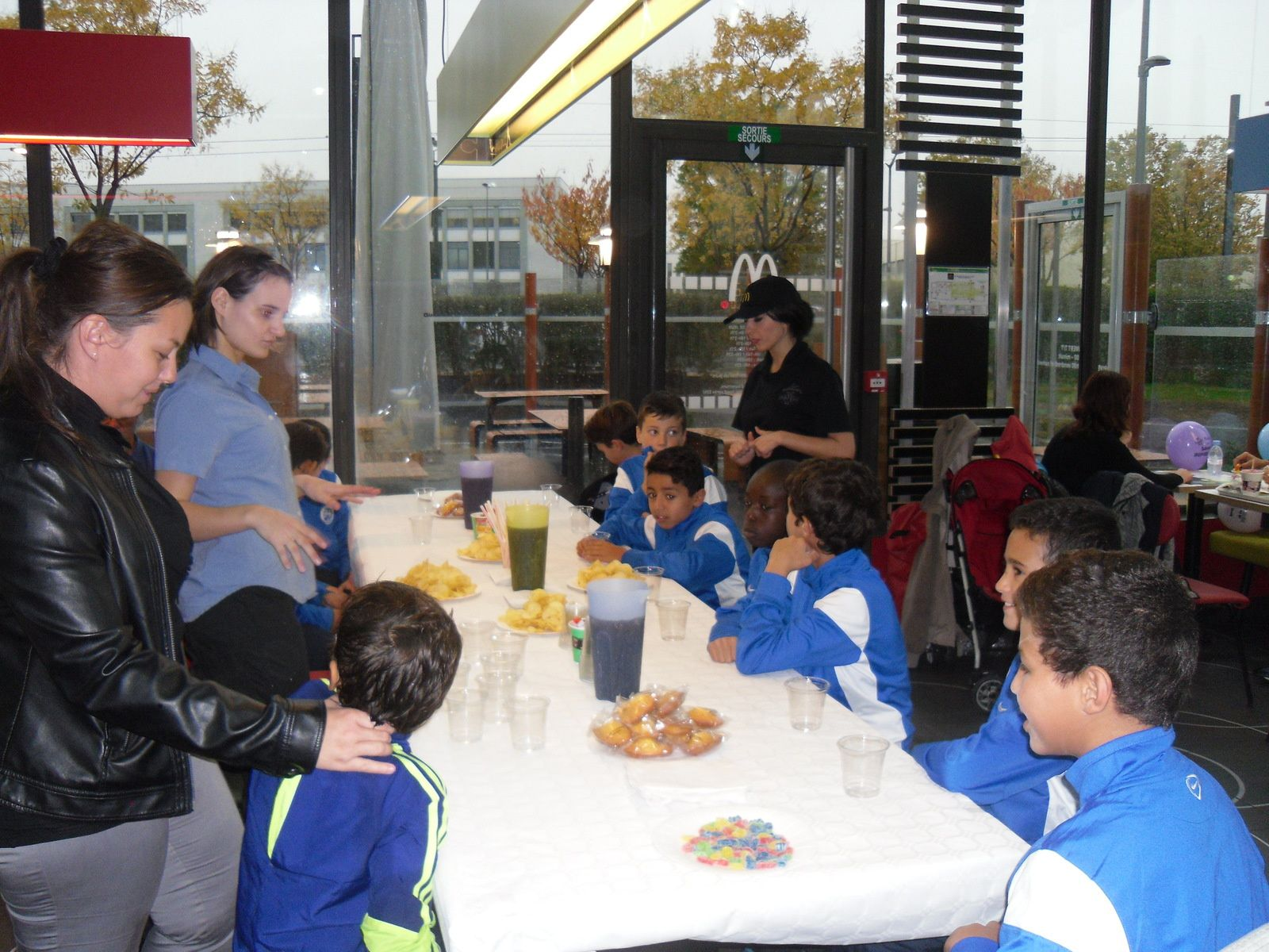 L'équipe U12  de l'ASM en visite chez Mc Do - Photos : © ASMV