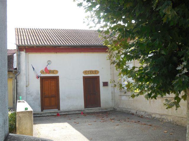 Barsac est un petit village de 155 habitants.