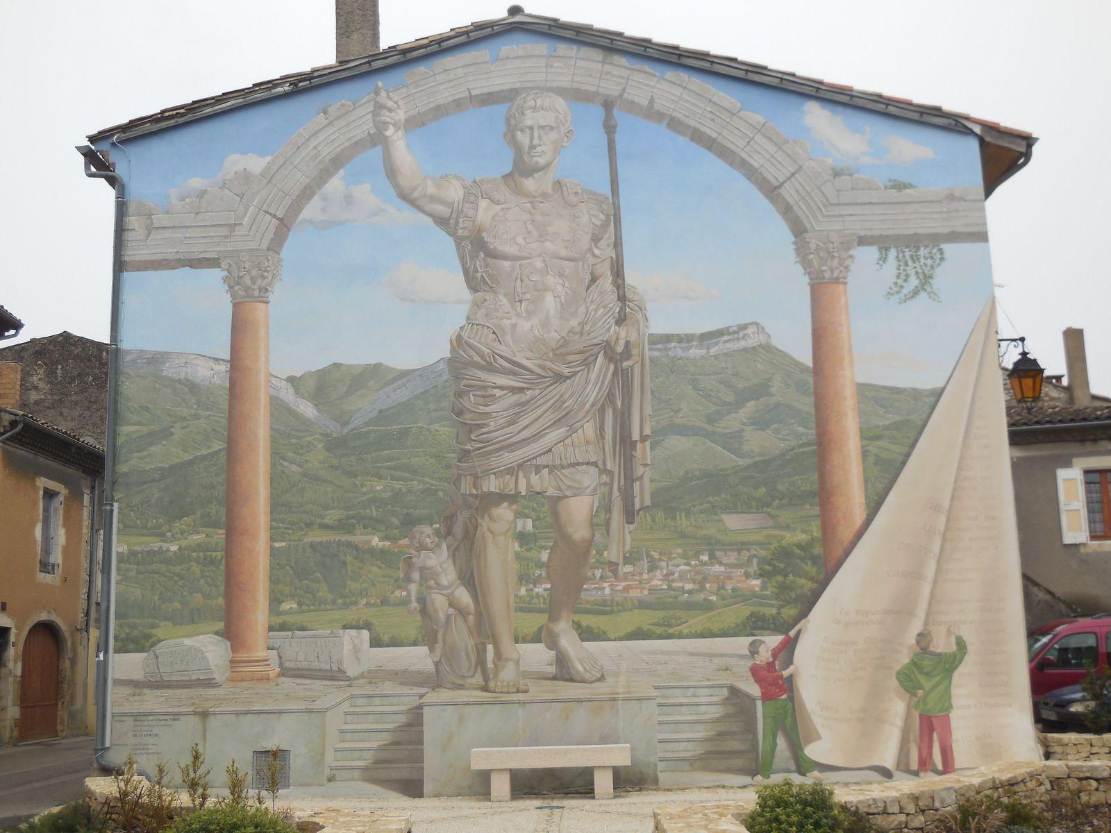 Mur peint à Aouste : l'empereur Auguste.