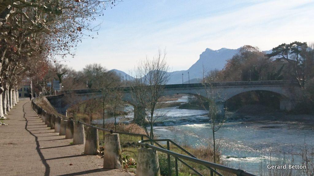 Quai de la Drôme à Crest