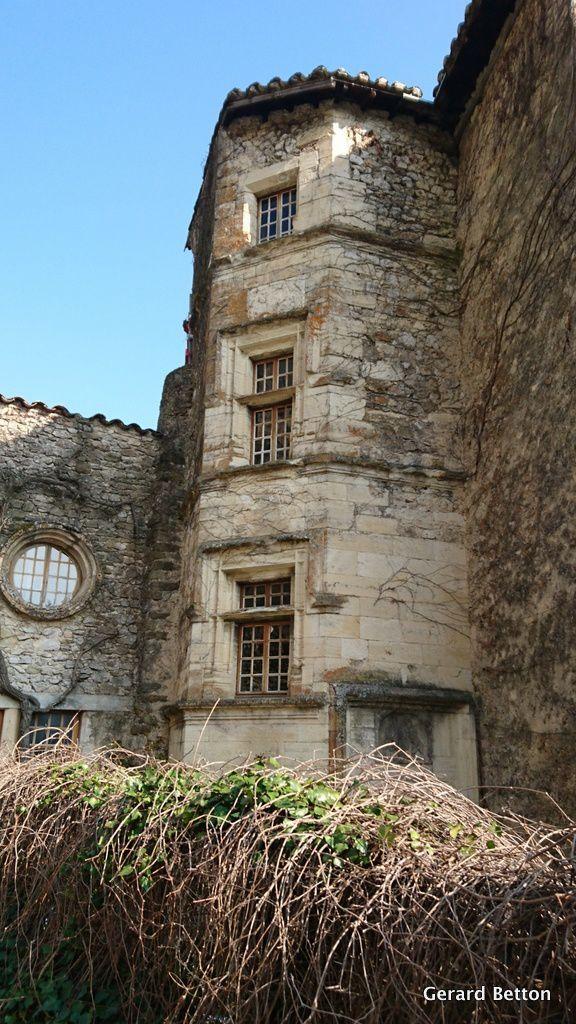 Le château de Lastic, à Saoû