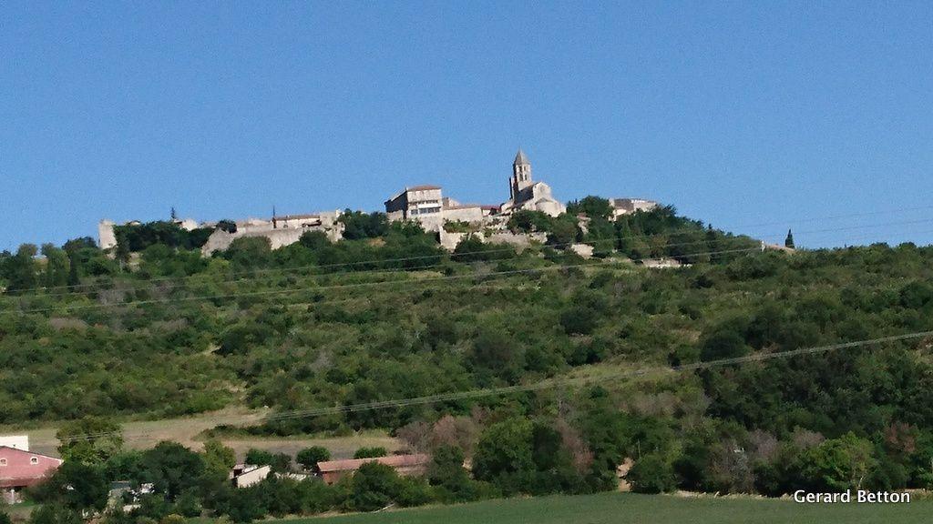 La Garde-Adhemar, en Drôme,l'un des plus beaux villages de France