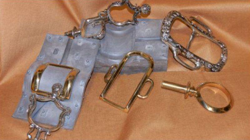 Reconstitution des ornements d'un harnais de gala