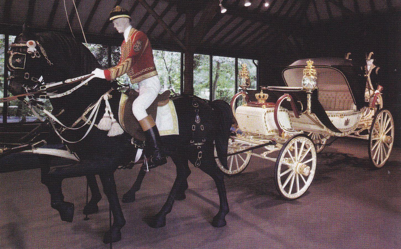 La calèche crème lors de son exposition au musée de Leek en 2004