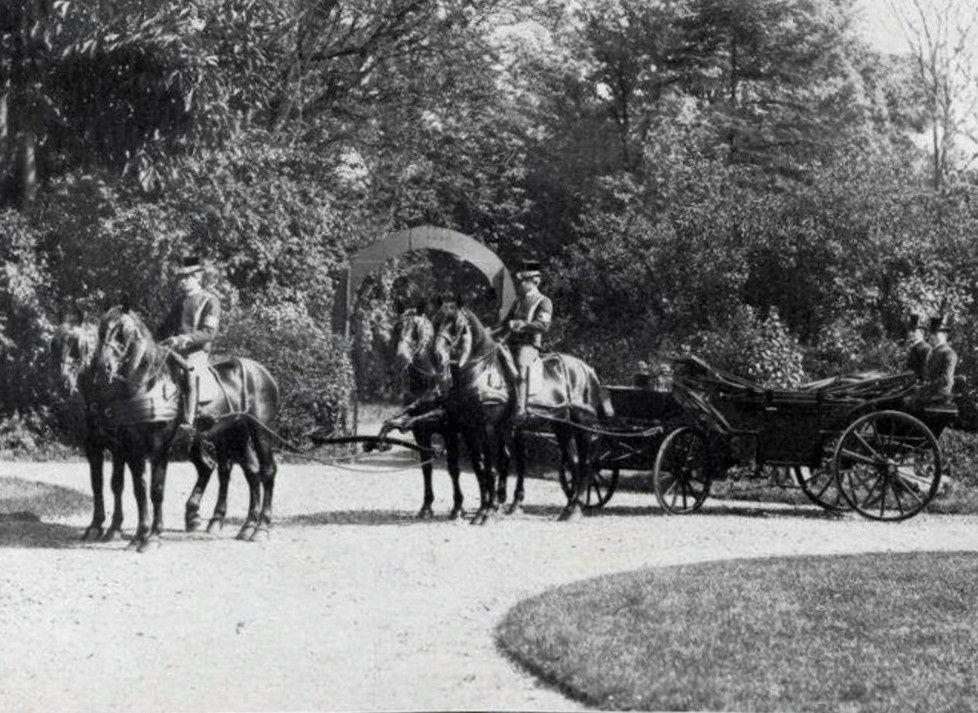 Attelages de poste et autres équipages du prince de Radziwill (Photos Delton)