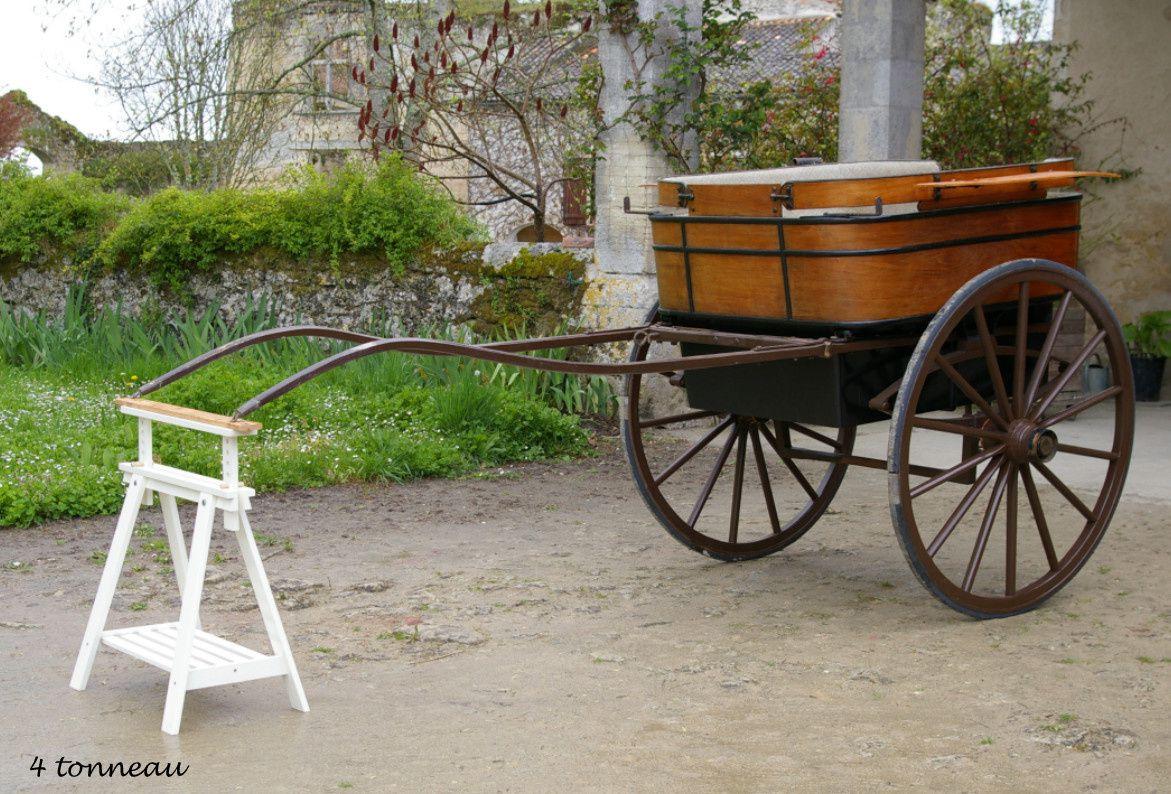 TONNEAU; A Percyns Bruxelles: Bandage caoutchouc, sellerie d'origine, roues 1m30