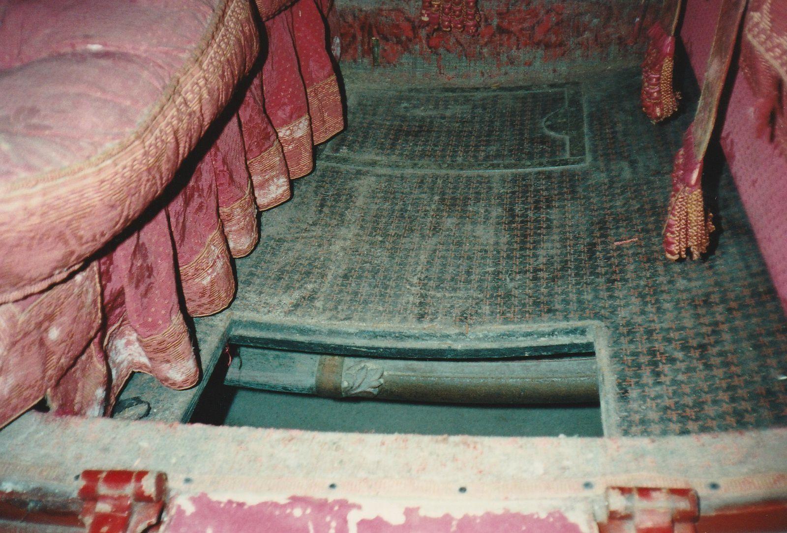 Trappes d'accès aux caves d'un coupé, construit par Clochez à Paris (Fécamp, Musée Centre des Arts)