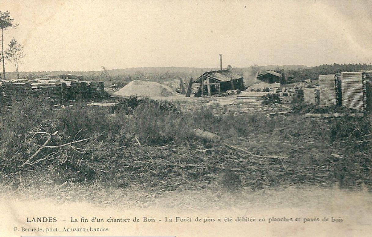Les conditions d'hébergement dans ces cabanes d'une scierie mobile étaient plus que spartiates.