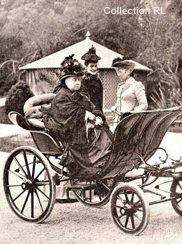 Percluse de rhumatismes, la reine Victoria se mit à l'attelage et donna son nom à une voiture - Poney et voiture faisaient le trajet sur son yacht et