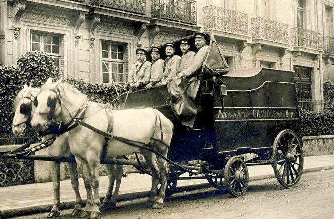 Voitures et camions de livraison&#x3B;  rois du pavé parisien/ 2