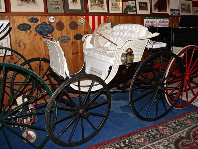 Ladie's Wickers Phaeton  Circa 1900 USA