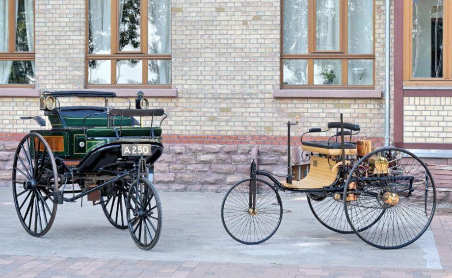 Les deux modèles du tricycle (Fond Mercdes-Benz)