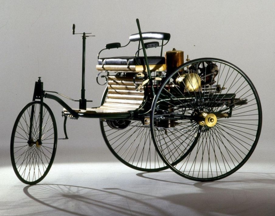Brevet et reproduction du tricycle de Carl Benz (Fond Mercedes-Benz)