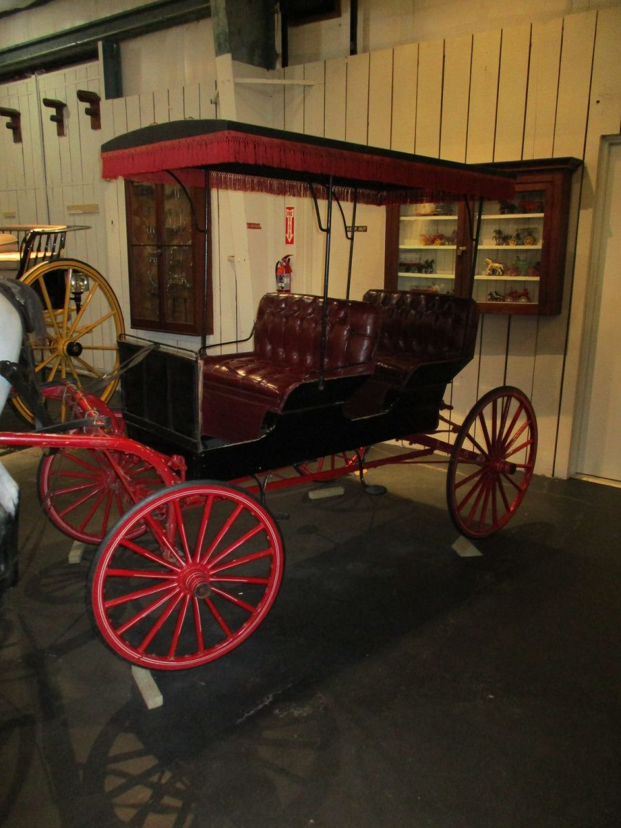 La voiture familiale de l'Amérique rurale, le Poney Surry, rendu célèbre par le musical Oklahoma