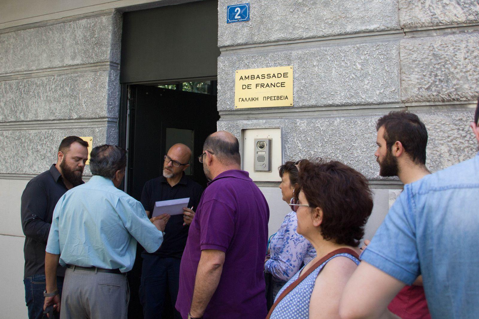 En solidarité avec notre lutte la FSM en délégation à l'ambassade de France à Athènes