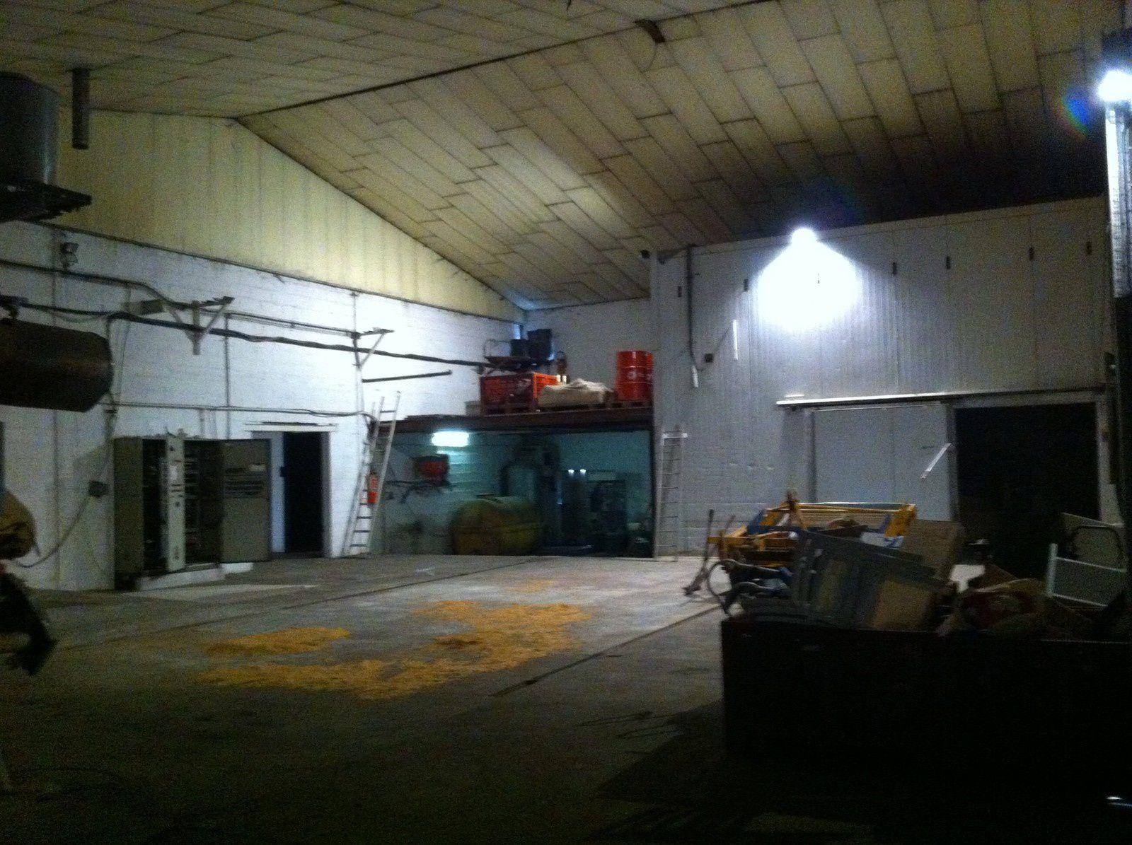 A vendre batiment industriel et frigo 1400 m2 batiments for Cout batiment industriel m2