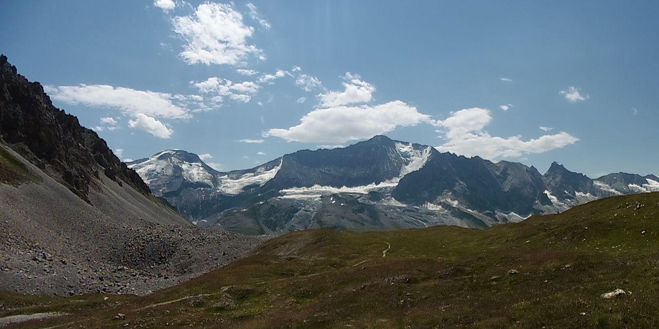 Sommets et glaciers depuis le col de la Grassaz.