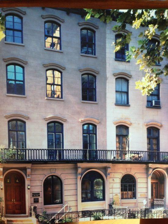 1 foto di Casa italia a New York - 2 La baronessa Mariuccia Zerilli-Marimo' nel salotto del suo appartamento su Central Park a New York.