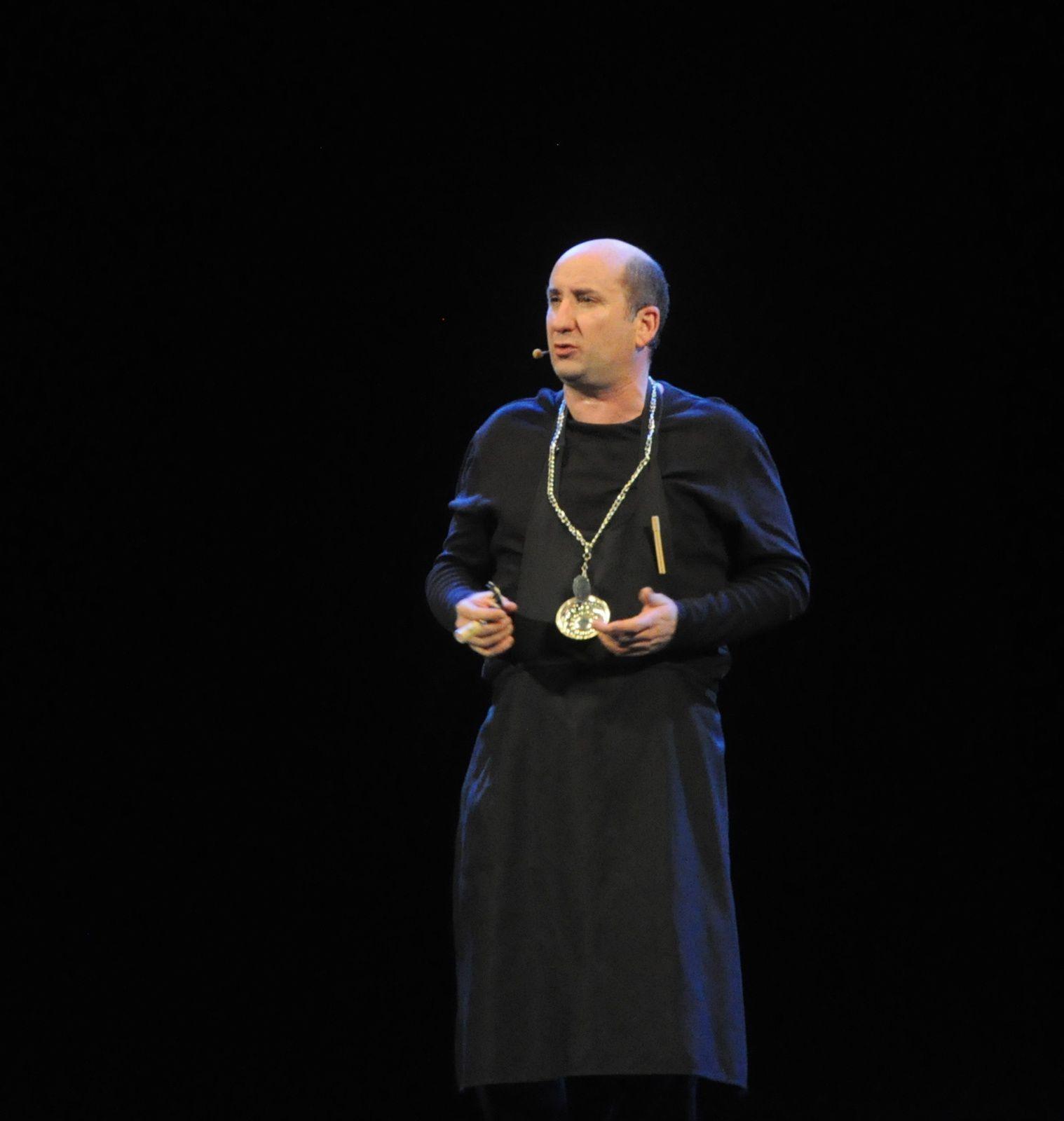 ARISTON SANREMO STREPITOSO SUCCESSO DI ANTONIO ALBANESE