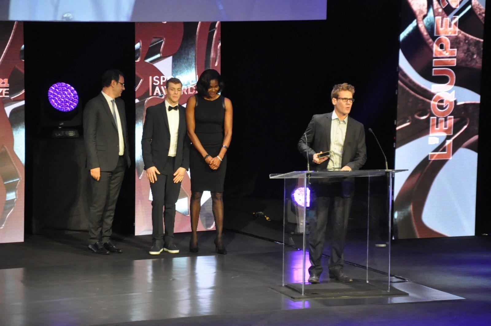 """Prix de la Meilleure Publicité Internationale Christian Blachas – parrainé par Form & You """"Cantona swims channel"""", Ogilvy & Mather (Grande-Bretagne)"""