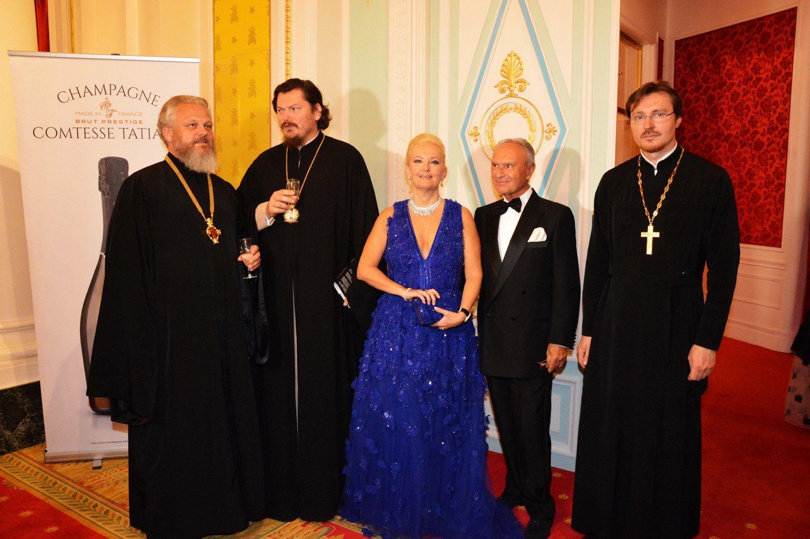 Monseigneur Nestor, Evêque de Chersonèse, avec la marquise Roberta Gilardi et son epoux Dr. Sestito